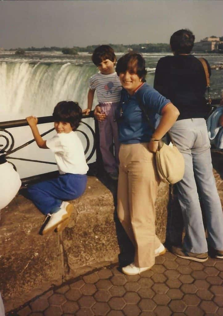 family at Niagra Falls